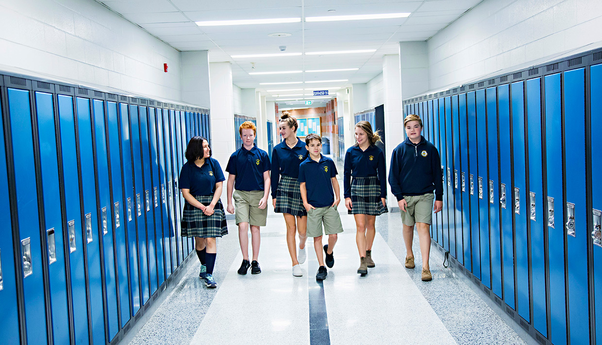 St.-Mikes-students-in-hallway